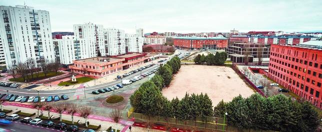Plantean un gran centro deportivo al lado de la junta con for Piscina municipal mostoles