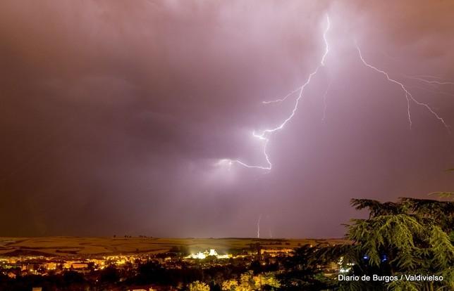 Espectacular tormenta eléctrica Diario de Burgos Miguel Ã?ngel Valdivielso
