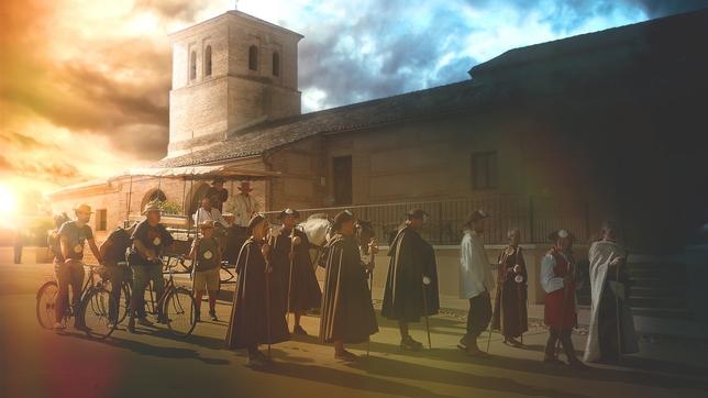 CALZADA DE LOS MOLINOS: Desde que el  Camino es Camino, Calzada y su iglesia de Santiago han visto pasar a los peregrinos a su vera, ya sea a pie , en bici, en burro o en un carro de caballos.