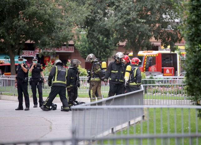 Seis heridos y 27 coches quemados
