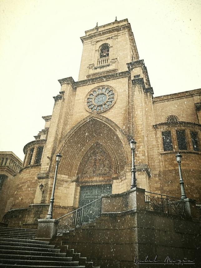 Catedral de Albacete con nieve.