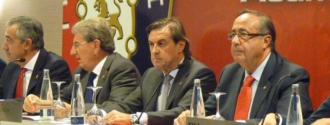 Asamblea de Osasuna celebrada en 2013 con Archanco y Vizcay