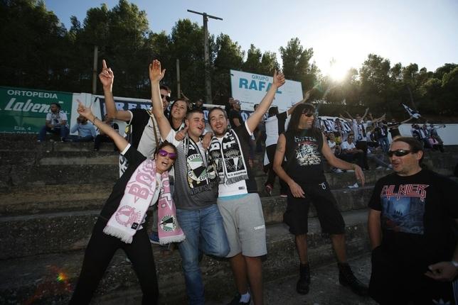 Afición desplazada al Ciudad de Tudela para apoyar al Burgos CF en tierras navarras. Valdivielso