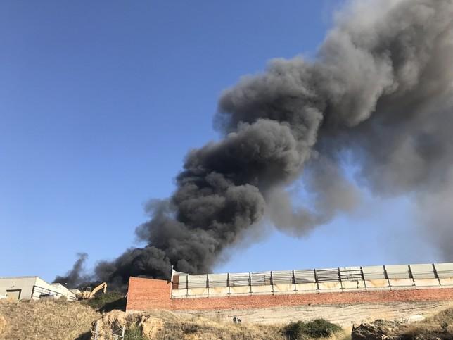Incendio en el polígono 'El Cerro'