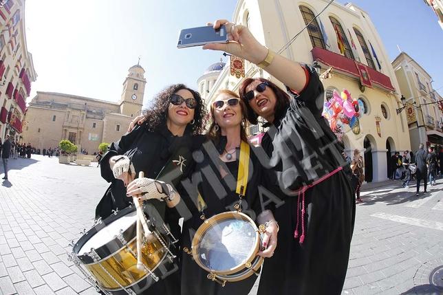 Miles de hellineros participaron en la Tamborada /Rubén Serrallé