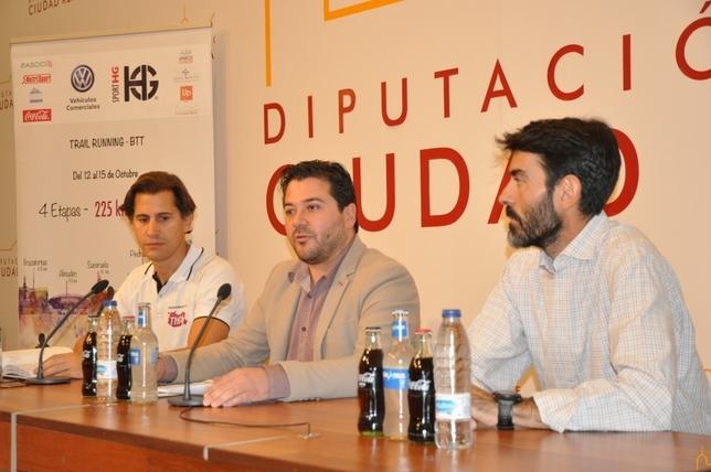 Rodrigo Moraleda, David Triguero (centro) y Miguel Ángel García (derecha), en la presentación de la prueba. LT