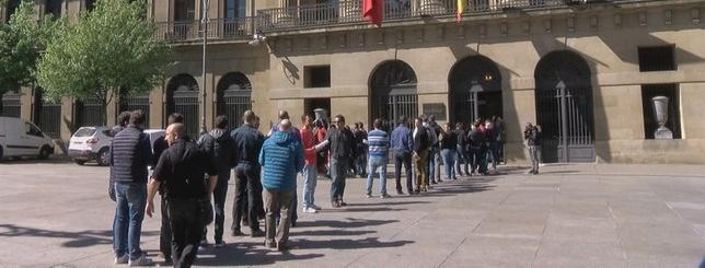 Medio centenar de policías forales han registrado su petición en el Palacio de Navarra Natv