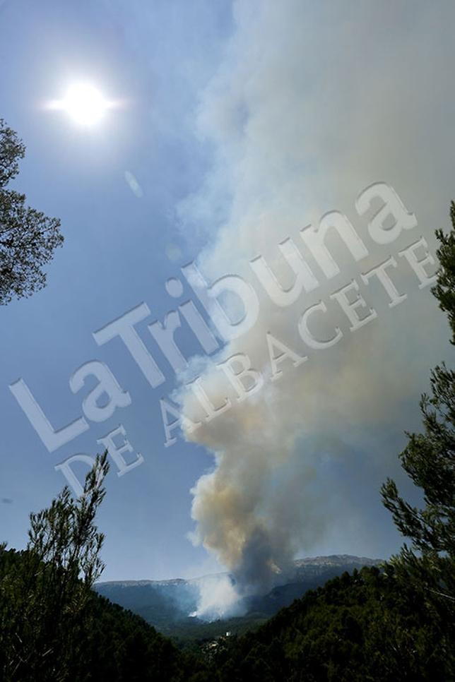 Indendio forestal en Yeste y Molinicos. / Rubén Serrallé y José Miguel Esparcia