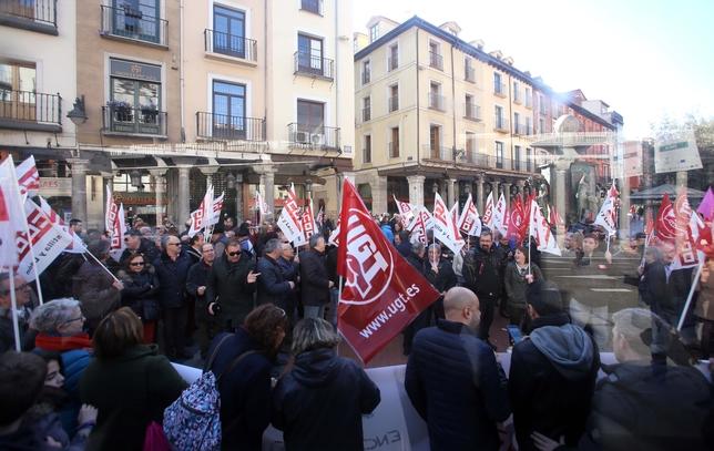 Concentración en Valladolid convocada por CCOO y UGT por 'Empleo y salarios dignos'