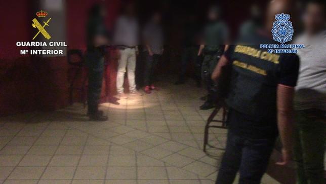 El Día de Segovia Los agentes, durante uno de los dispositivos.