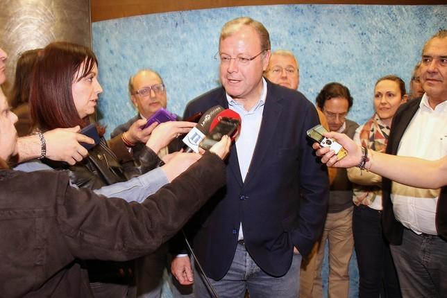 Antonio Silván comparece ante medios y militantes tras computarse los resultados. Peio García (ICAL)