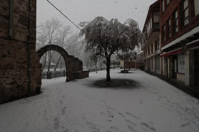Calles de Aguilar de Campoo esta mañana.