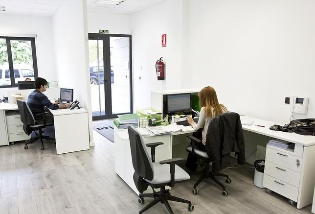 Crece el contrato a emprendedores la tribuna de albacete for Oficina correos albacete