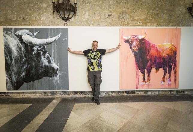Fran Herreros prepara la exposición sobre el toro en el Monasterio de San Juan.