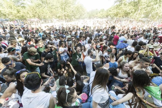 Numerosos jóvenes disfrutaron en El Parral de la fiesta del Curpillos.