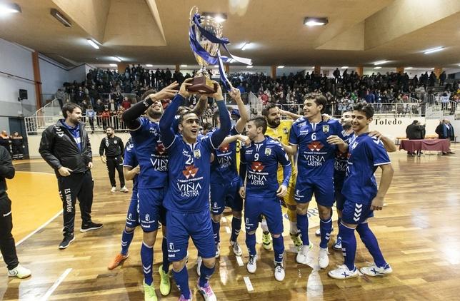 Los jugadores del Valdepeñas festejan el título del Trofeo JCCM Victor Ballesteros