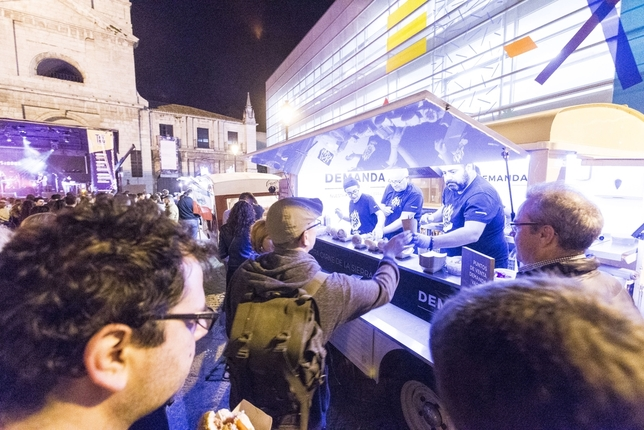 Las gastronetas volverán a abrir hoy en la plaza San Juan.  Alberto Rodrigo