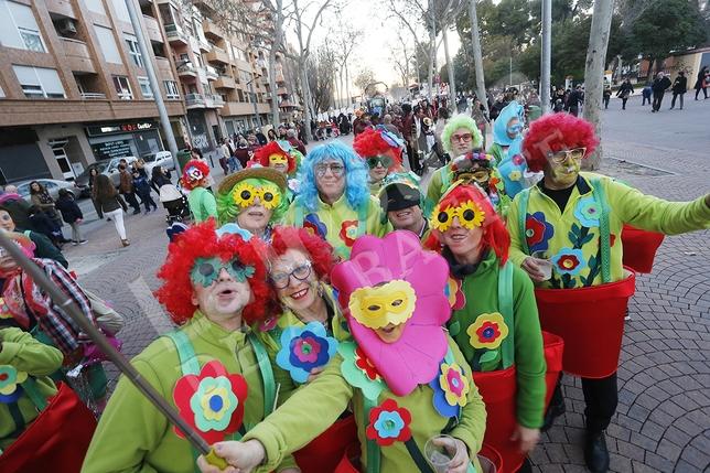 Colorido desfile de Carnaval de Albacete. / José Miguel Esparcia