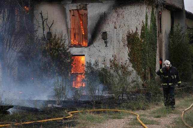 Se incendia una vivienda abandonada cerca de Fuensaldaña (Valladolid)
