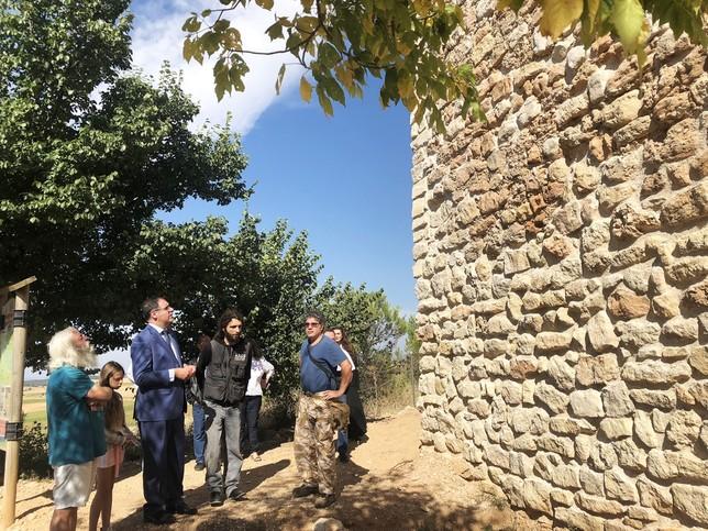 Prieto visita la rehabilitación de la torre de Chumillas