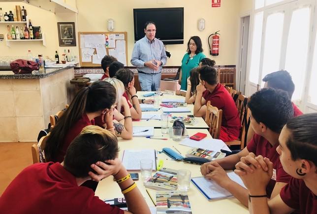 Prieto visita los cursos del proyecto Cuenca Empleo Joven