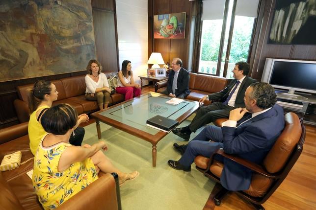 El presidente de la Junta se reúne con la Mesa del Autónomo