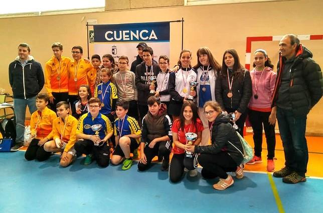 23 escolares se clasifican para el regional de tenis de mesa