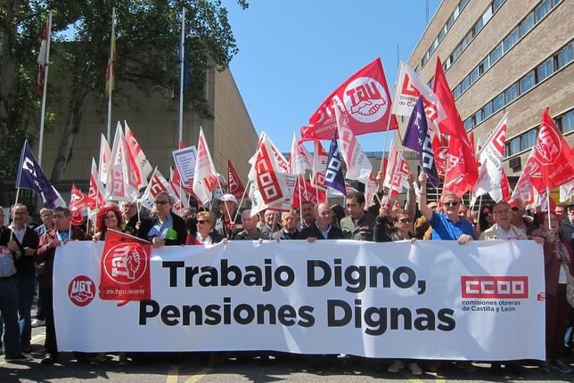 CCOO y UGT han vuelto a salir a la calle bajo el lema 'Trabajo digno, pensiones dignas'.  Europa Press