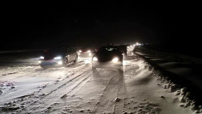 Decenas de carreteras cortadas