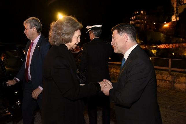 García-Page saluda a Doña Sofía a su llegada al Espacio Torner