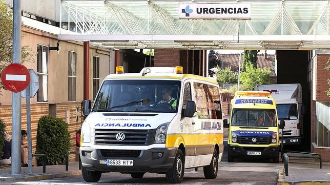 El sector de las ambulancias será el más afectado, con casi medio centenar de vehículos con los luminosos naranjas. O. Navarro