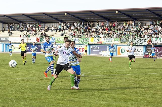 En la jornada 34 de la pasada temporada, con la Arandina ya descendida, el Racing goleó en El Montecillo (1-5). Abdón Prats fue autor de un triplete. Julio Calvo