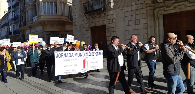 Una marcha con 150 personas clama por el fin de la pobreza