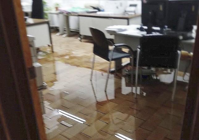 Dependencias del edificio de juzgados afectadas por el agua.