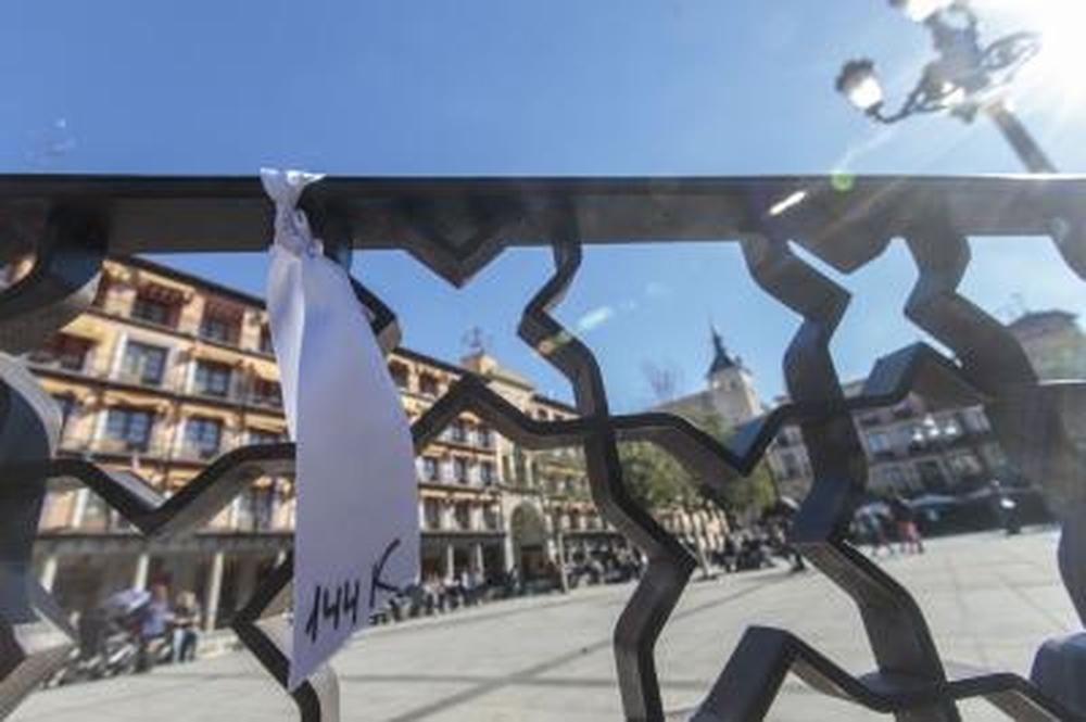 Los lazos se colocaron en numerosos puntos del Casco histórico.