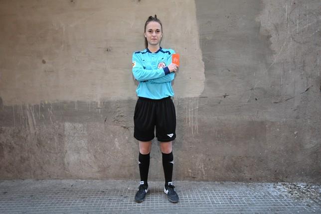 Julia Rincón, la única árbitra del fútbol segoviano