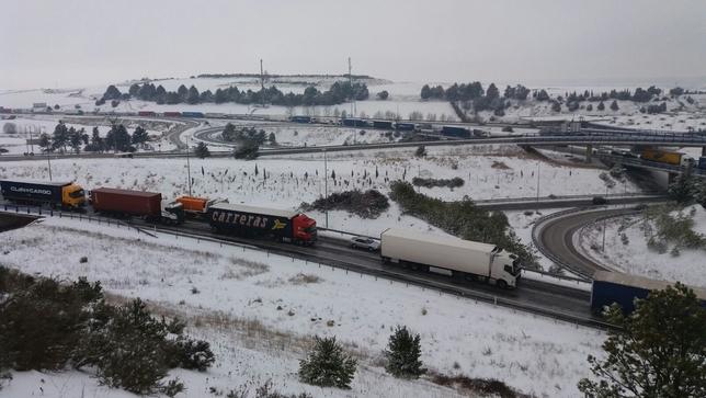 Algunas vías próximas a la capital han estado cortadas al tráfico de camiones.  Valdivielso