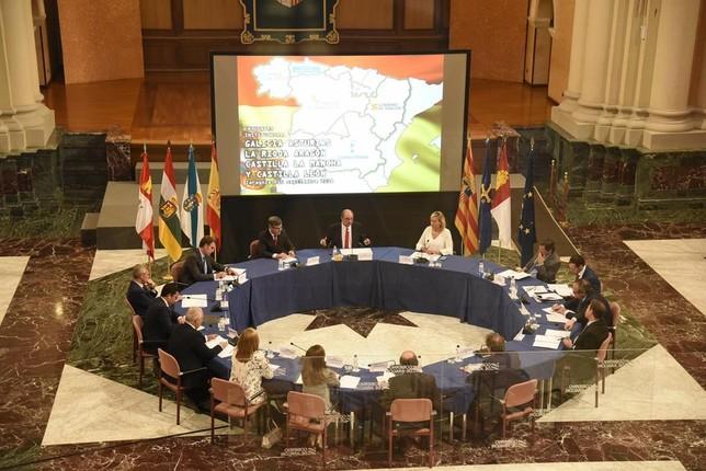 Los presidentes regionales firmaron en Zaragoza una declaración institucional.