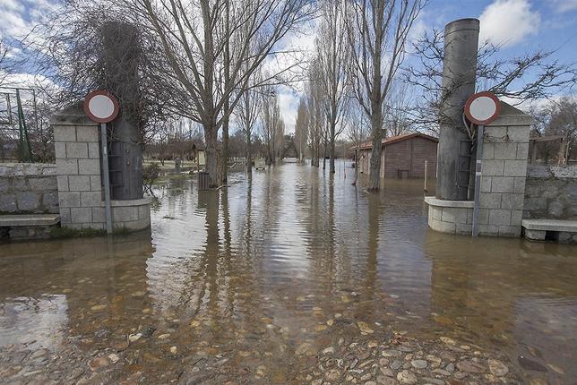 Río Adaja y Chico desbordados.