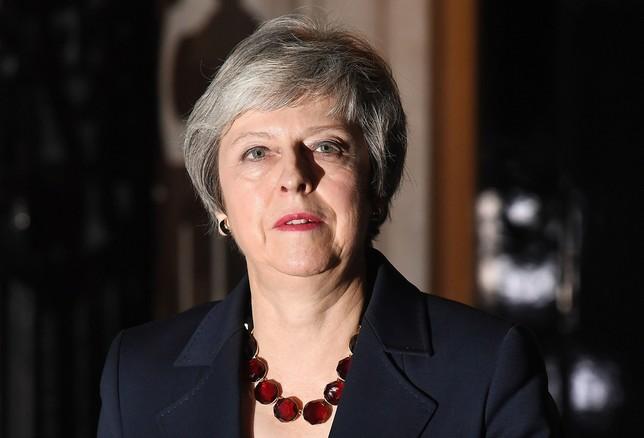 May logra el apoyo del Gobierno al acuerdo del Brexit