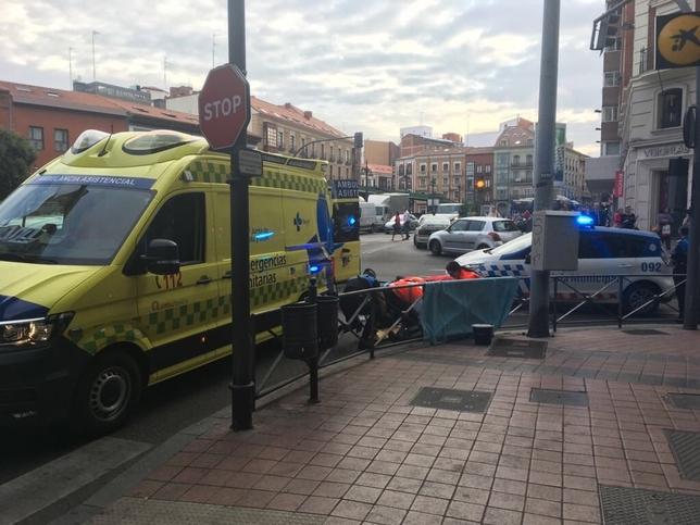 Herido un hombre tras ser atropellado por un autobús de Auvasa @PoliciaVLL