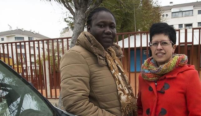 Aisse Dansoko (izquierda) es mediadora cultural.