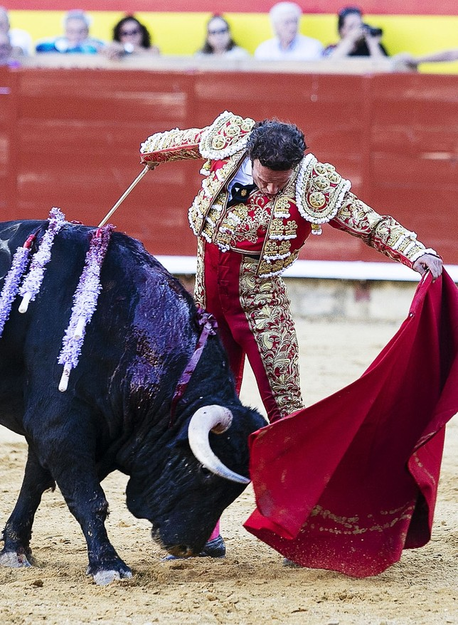 "Padilla se despide cortando la oreja Ã""scar Navarro"