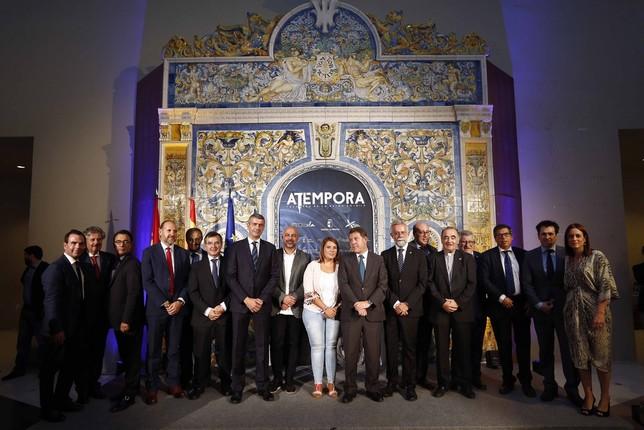 Foto de familia de la inauguración de la exposición 'aTempora'.