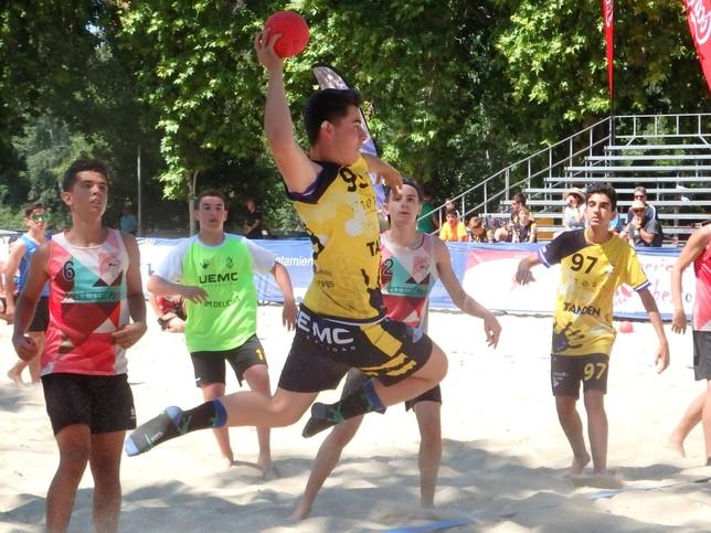Espectáculo de balonmano playa en las Moreras