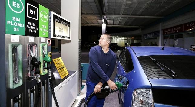"""El nuevo nombre de carburantes se estrena en 70 surtidores Ã""""scar Navarro"""