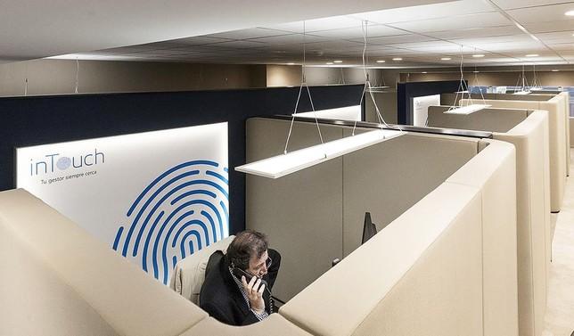 Caixabank abre un centro 39 intouch 39 para clientes digitales for Oficinas caixabank madrid