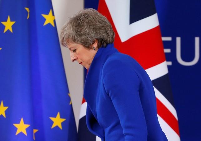 May aplaza la votación del Brexit