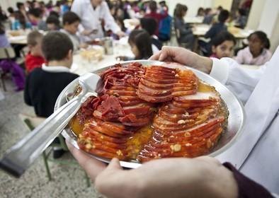 La comida de 52 colegios públicos de Valladolid se cocina en Zaragoza y se reparte cada tres días