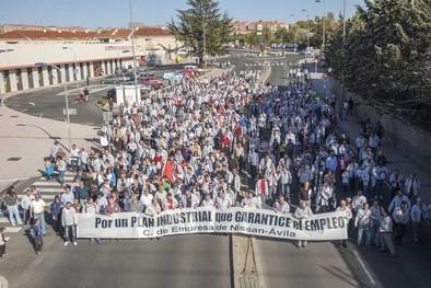 La plantilla de Nissan marcha a la Junta para implicarla en el conflicto